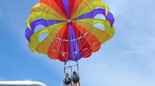 parasailing in Cairns get adventurous