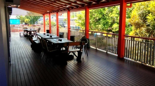 The Large veranda at The Jack Backpackers